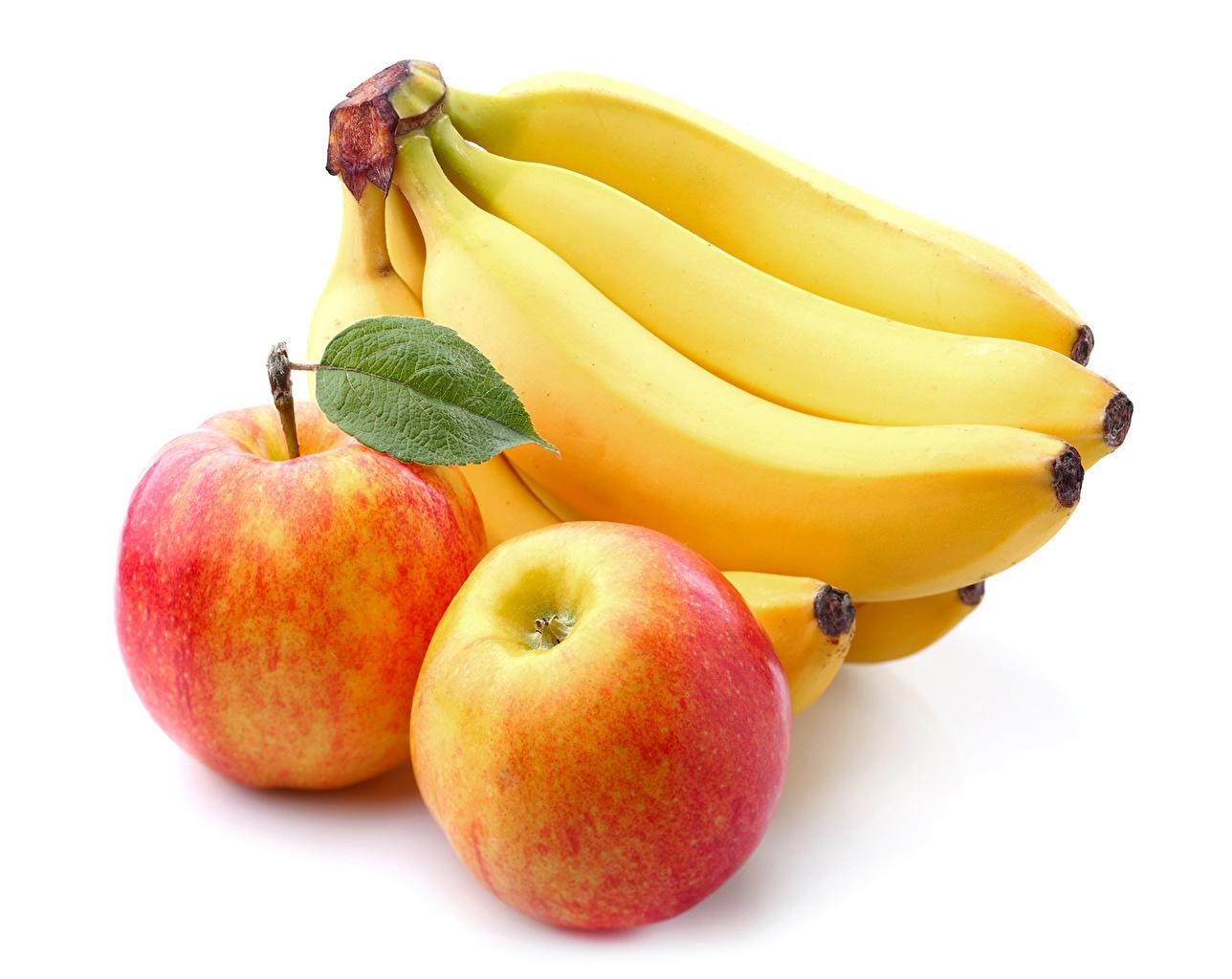 Обои для рабочего стола Яблоки Бананы Еда вблизи белом фоне Пища Продукты питания Белый фон белым фоном Крупным планом