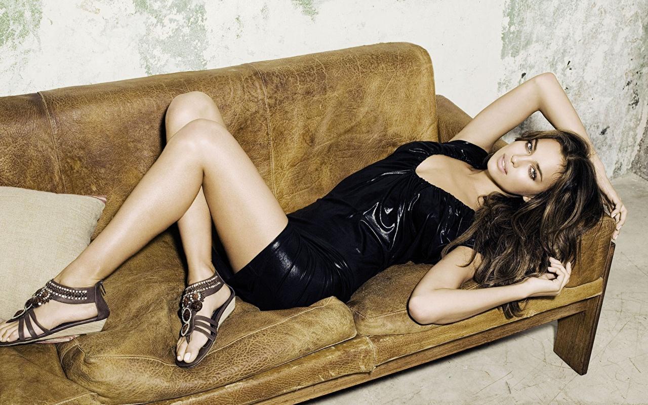 Фото Irina Sheik молодая женщина Платье туфлях Ирина Шейк девушка Девушки молодые женщины платья Туфли туфель