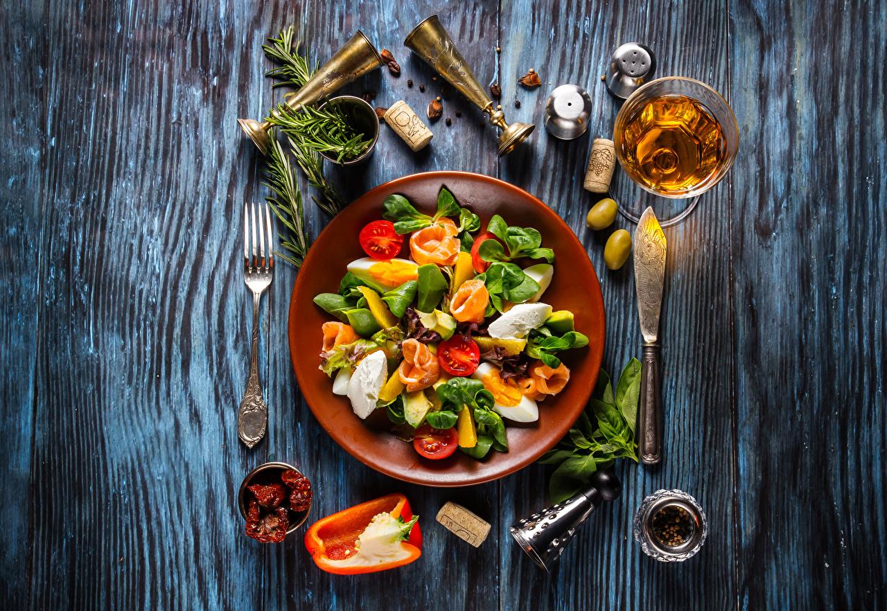 Фотографии Вино Оливки Овощи Бокалы Салаты Тарелка приправы Продукты питания Доски Еда Пища бокал Специи тарелке пряности
