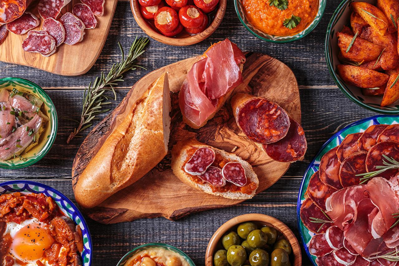 Фото Колбаса Хлеб Ветчина Бутерброды Продукты питания Разделочная доска Нарезанные продукты Еда Пища нарезка