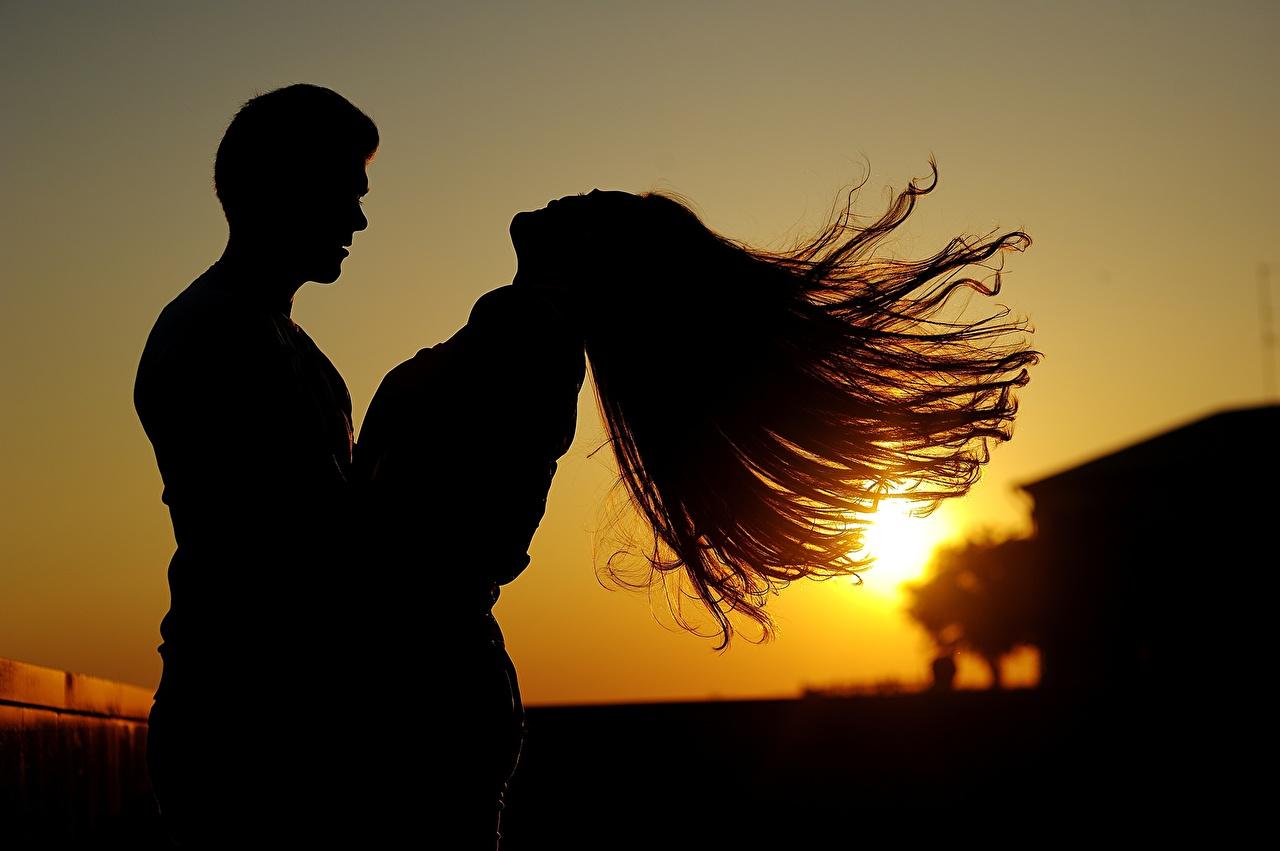 Картинка Лучи света Мужчины Влюбленные пары Силуэт Двое Волосы Девушки Рассветы и закаты