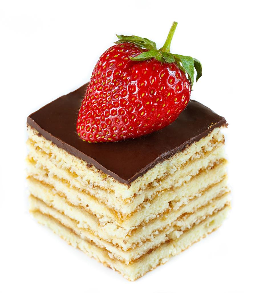 Фотографии Шоколад Клубника Пища Пирожное белом фоне Еда Продукты питания Белый фон белым фоном
