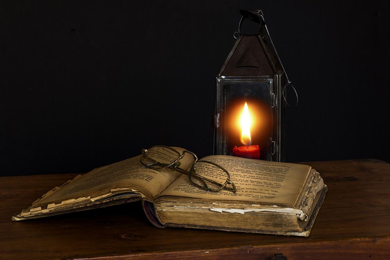 Картинки Пламя очков книги Свечи Черный фон Огонь Очки очках Книга