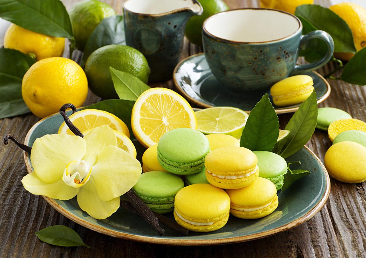 Обои для рабочего стола Макарон орхидея Лимоны Пища Печенье Тарелка Выпечка Орхидеи Еда тарелке Продукты питания