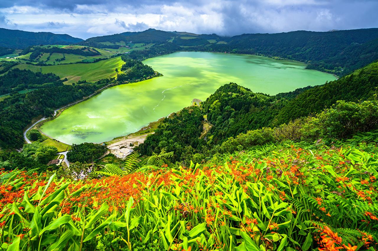 Обои для рабочего стола Португалия Azores, Furnas Lake Горы Природа Озеро берег Сверху гора Побережье