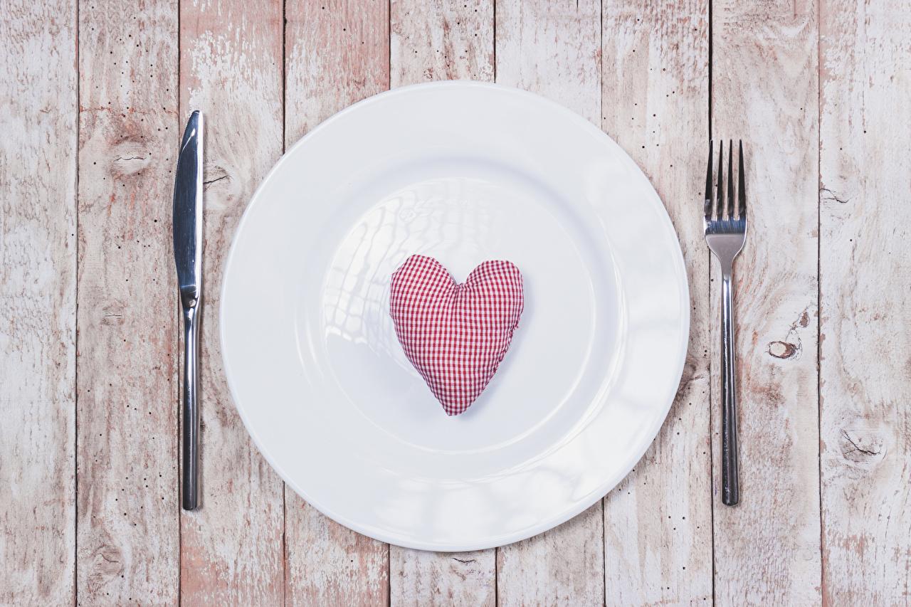 Картинки День святого Валентина сердечко Нож тарелке Вилка столовая Доски День всех влюблённых серце сердца Сердце ножик вилки Тарелка
