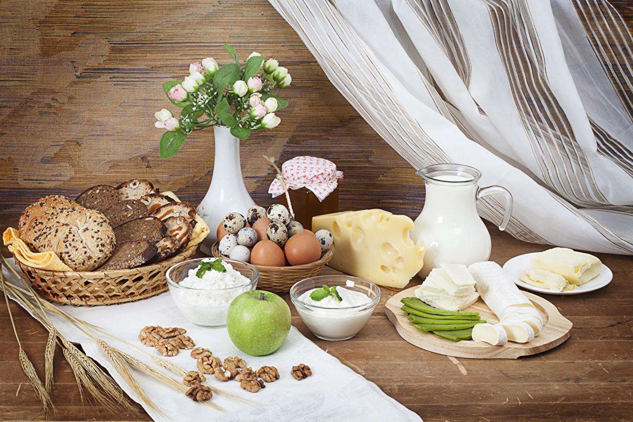 Фото Молоко яиц Творог Завтрак Хлеб Сыры Кувшин Яблоки Еда вазы Орехи яйцо Яйца яйцами кувшины Пища Ваза вазе Продукты питания