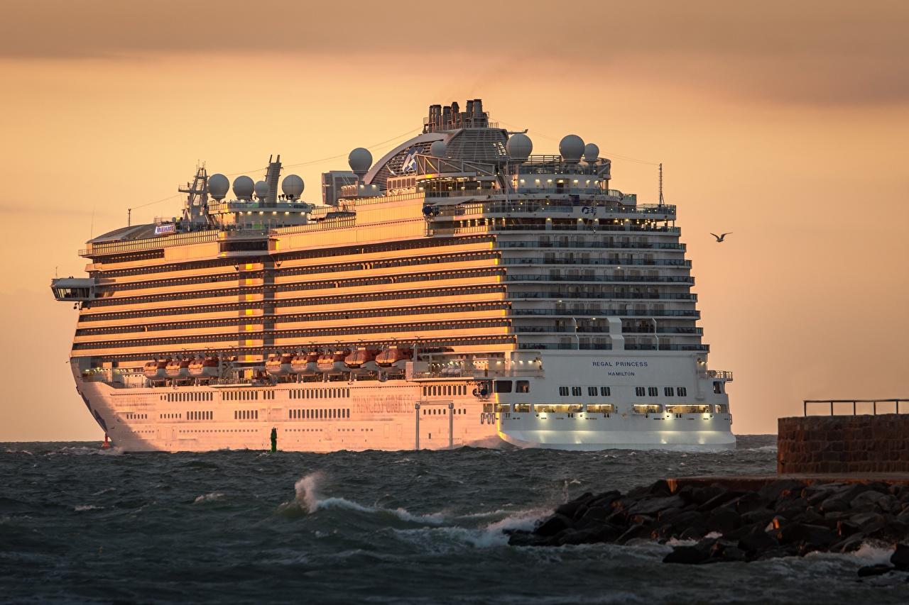 Обои для рабочего стола Круизный лайнер Regal Princess Море Рассветы и закаты рассвет и закат