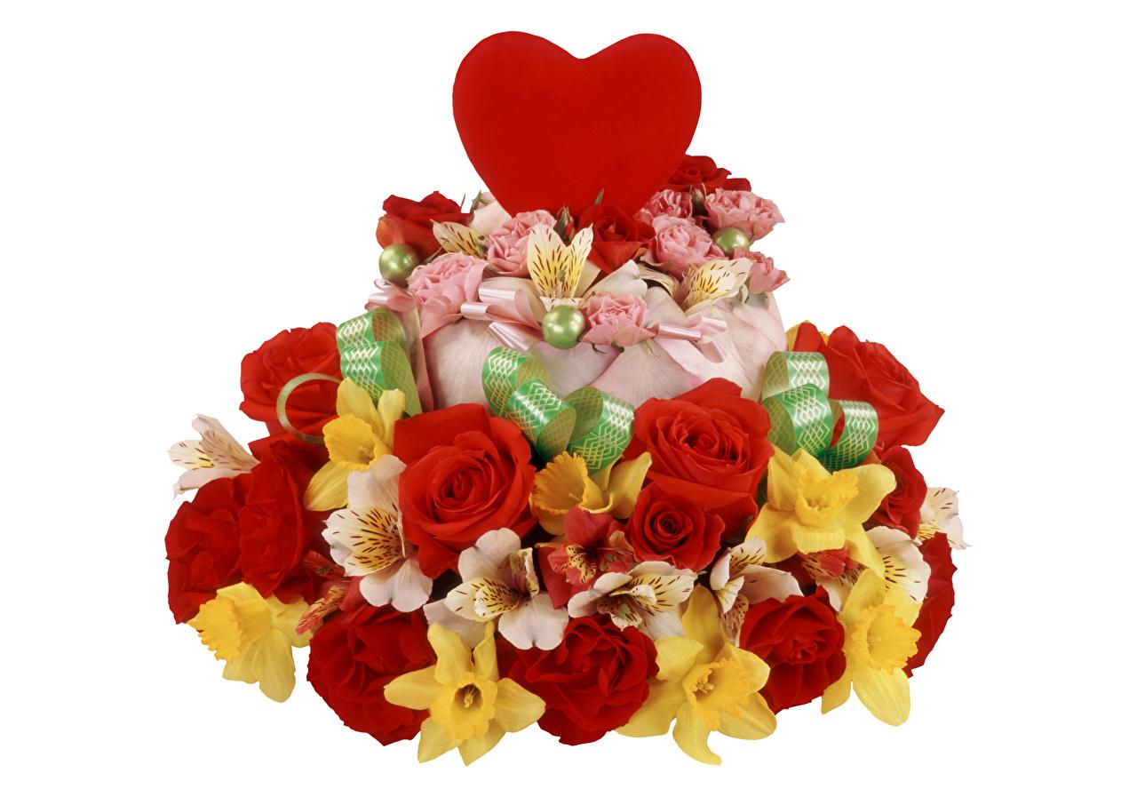 Обои для рабочего стола День всех влюблённых сердца Розы Торты цветок Нарциссы Альстрёмерия белом фоне День святого Валентина серце Сердце сердечко роза Цветы Белый фон белым фоном