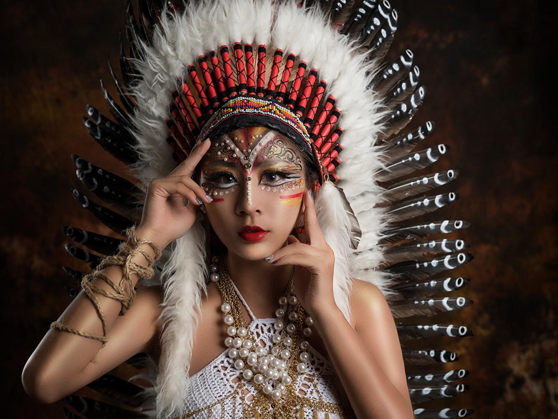 Картинка Индейцы Красивые Индейский головной убор Девушки Азиаты