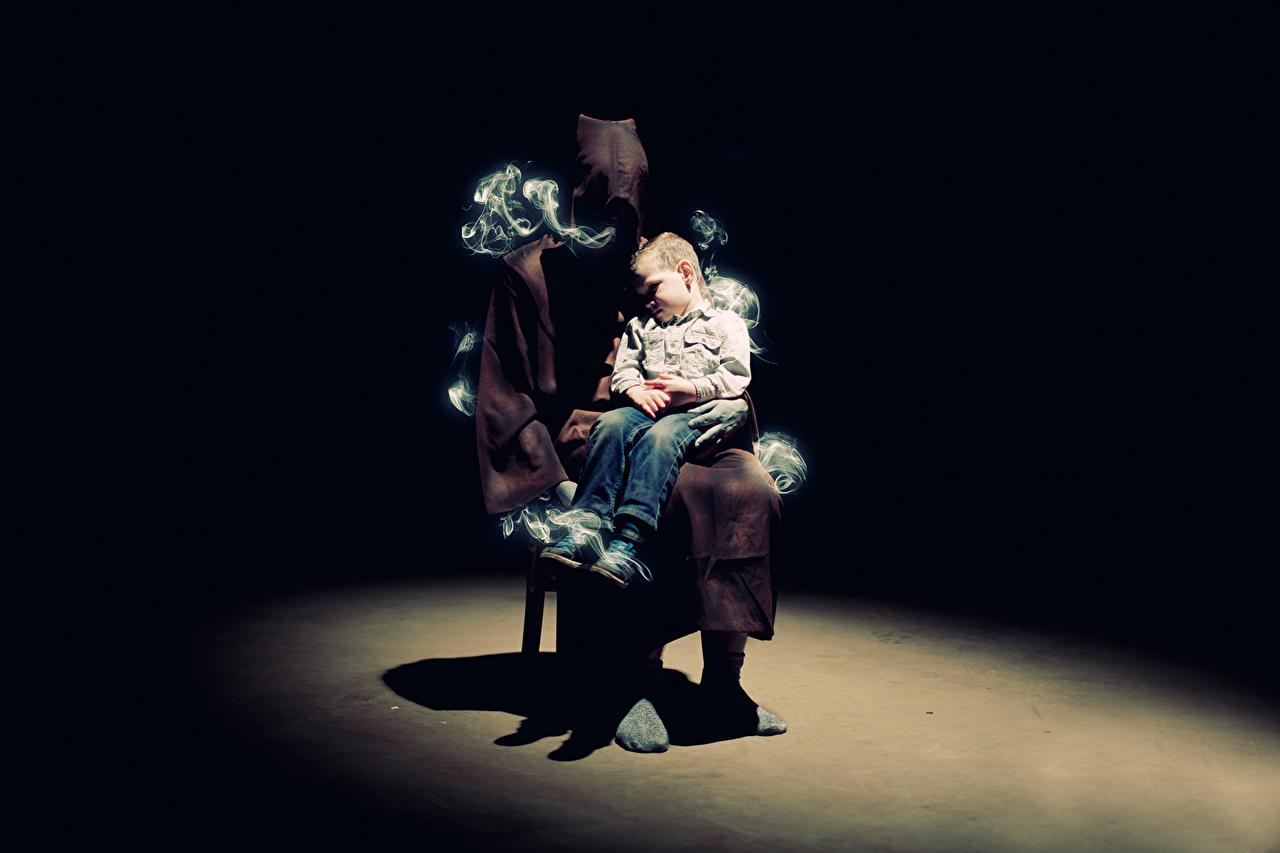 Фотография мальчишки Дети сон Дым сидя капюшоне мальчик Мальчики мальчишка ребёнок спят Спит спящий дымит Сидит сидящие Капюшон капюшоном