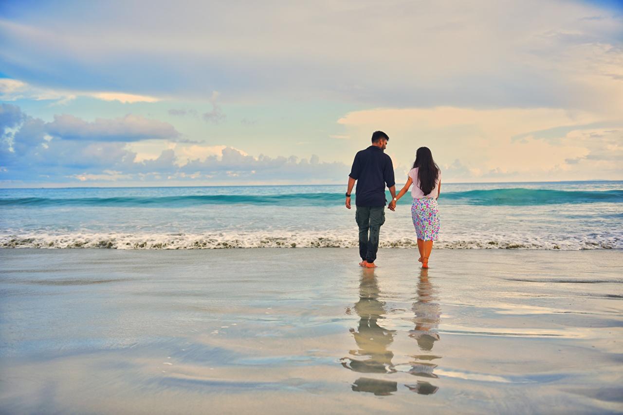 Картинки Свидание мужчина любовники пляжа два Море идет Природа Волны воде свидании Мужчины Влюбленные пары Пляж пляжи пляже 2 две Двое ходьба гуляет вдвоем Прогулка Вода