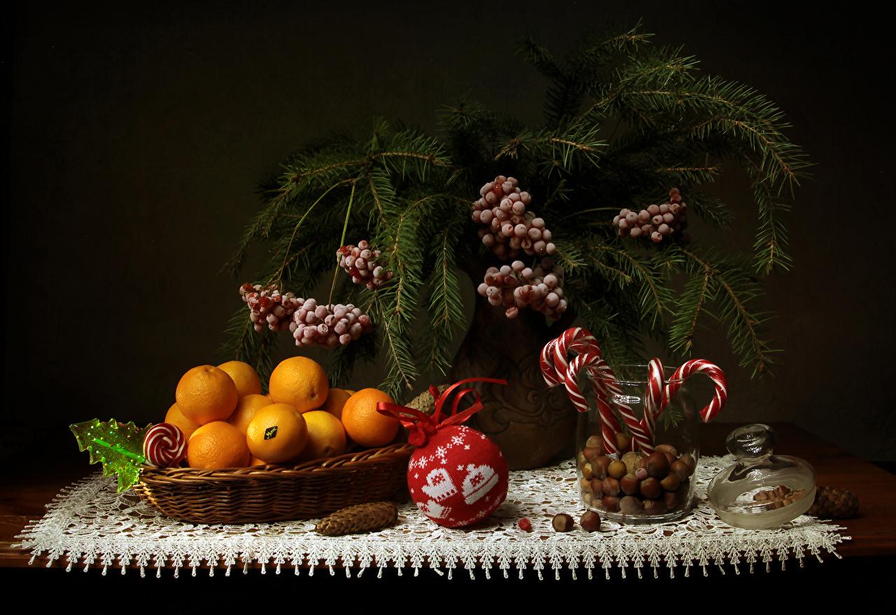 Обои Новый год Мандарины Еда Ветки Ягоды Орехи Сладости Натюрморт Рождество Пища ветвь Продукты питания