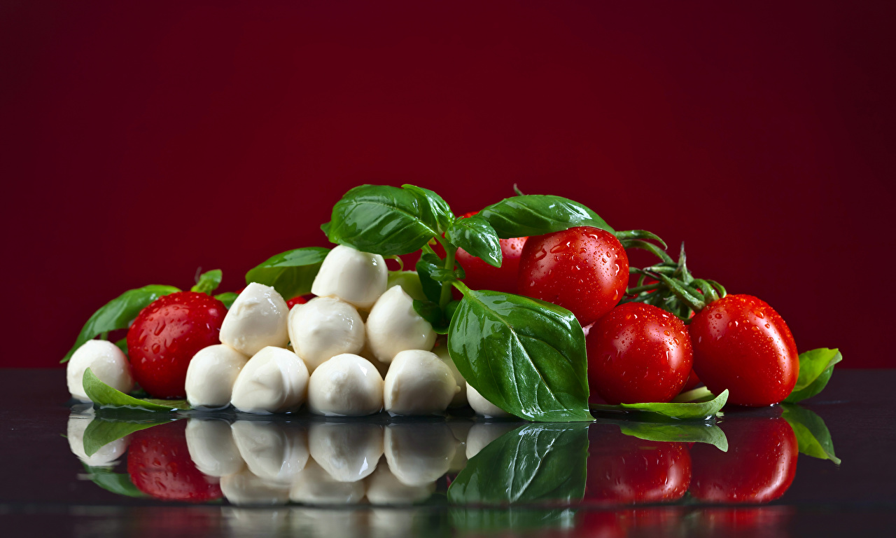 Обои Листья Помидоры Сыры Капли Еда Цветной фон Листва Томаты Пища Продукты питания