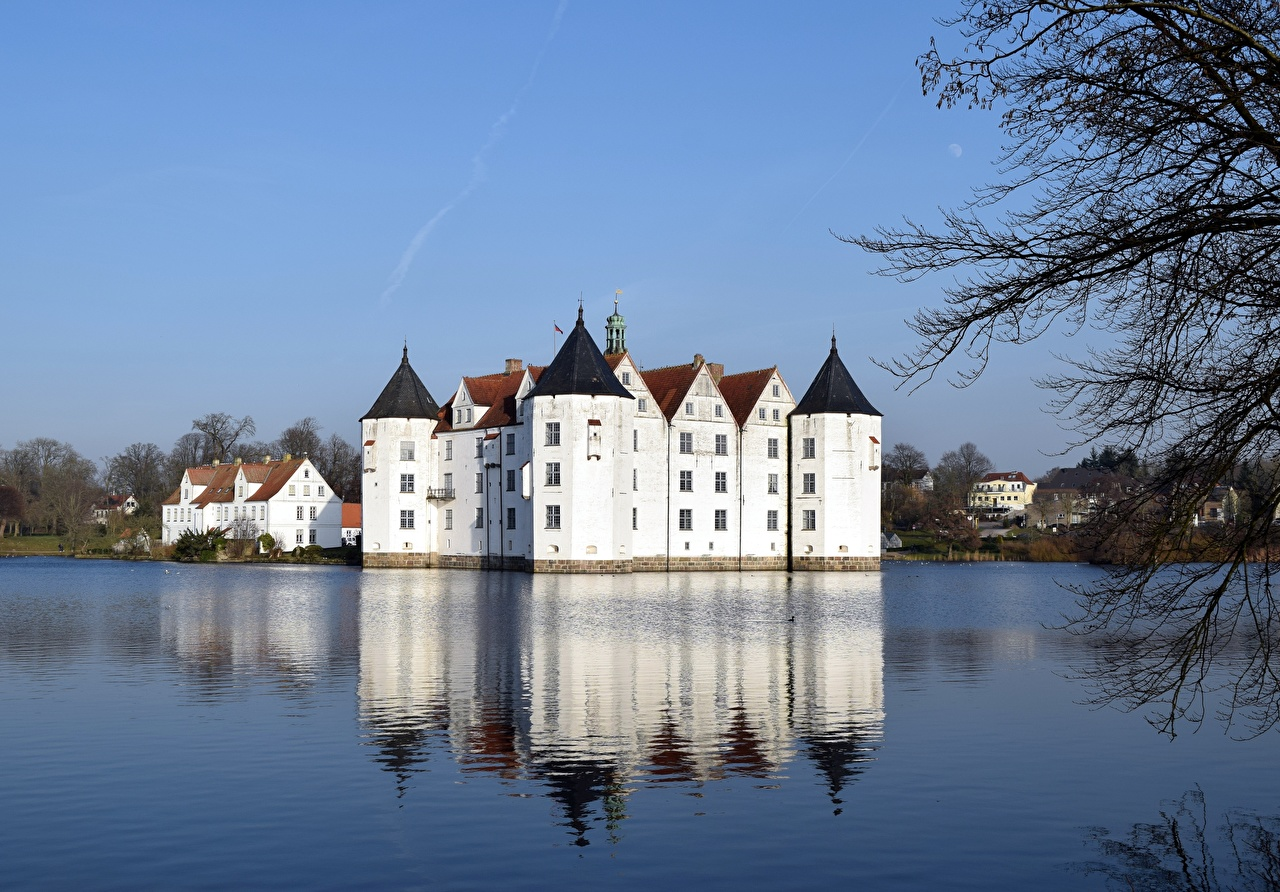 Картинки Германия Glücksburg Замки Озеро город замок Города