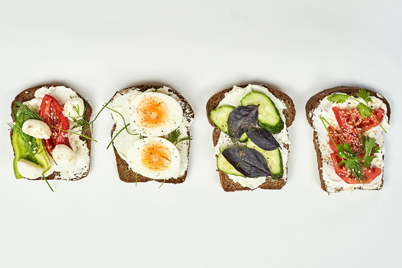 Фотография Яйца Хлеб Сыры бутерброд Еда Овощи белым фоном яиц яйцо яйцами Бутерброды Пища Продукты питания Белый фон белом фоне