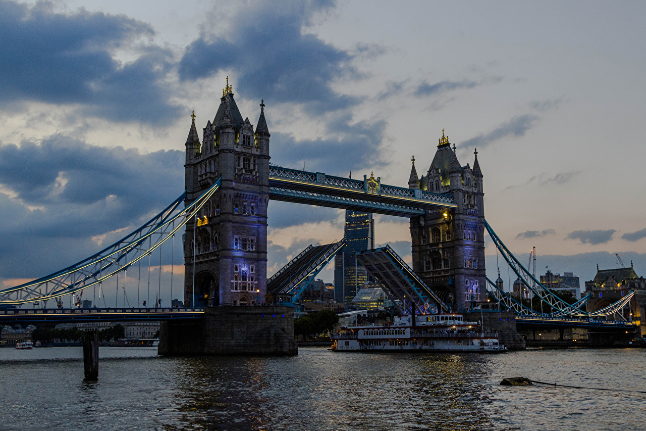 Картинка лондоне Англия мост Корабли Реки Вечер город Лондон Мосты корабль река речка Города