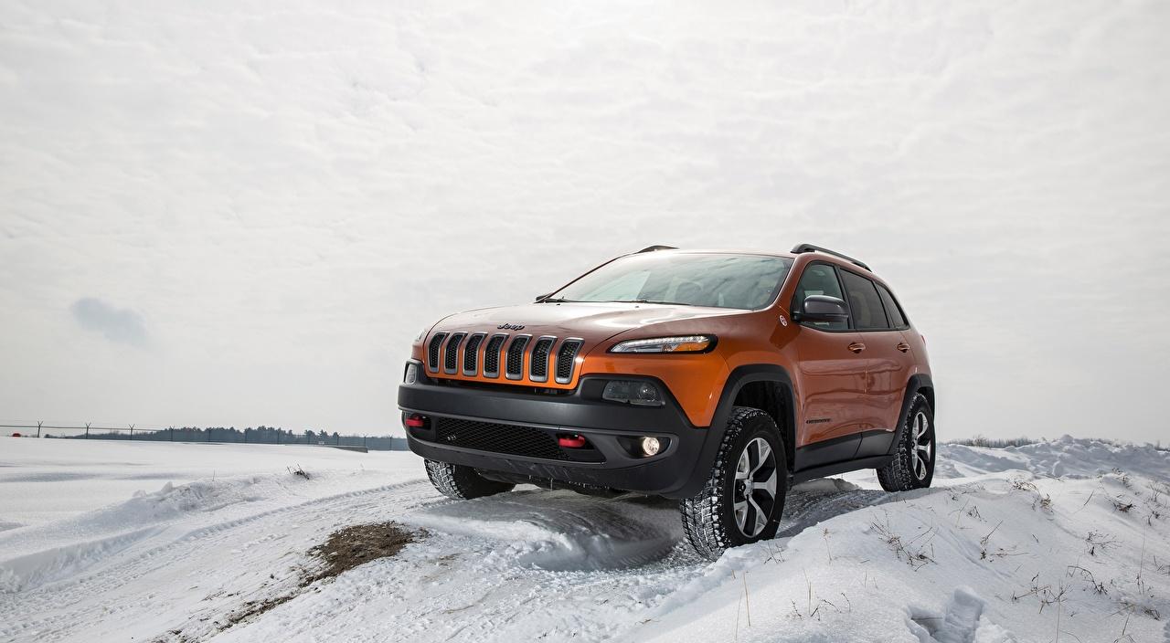 Картинки Jeep Внедорожник Cherokee Trailhawk, 2015 зимние оранжевые Снег Автомобили Джип SUV Зима оранжевая Оранжевый оранжевых снега снегу снеге авто машины машина автомобиль