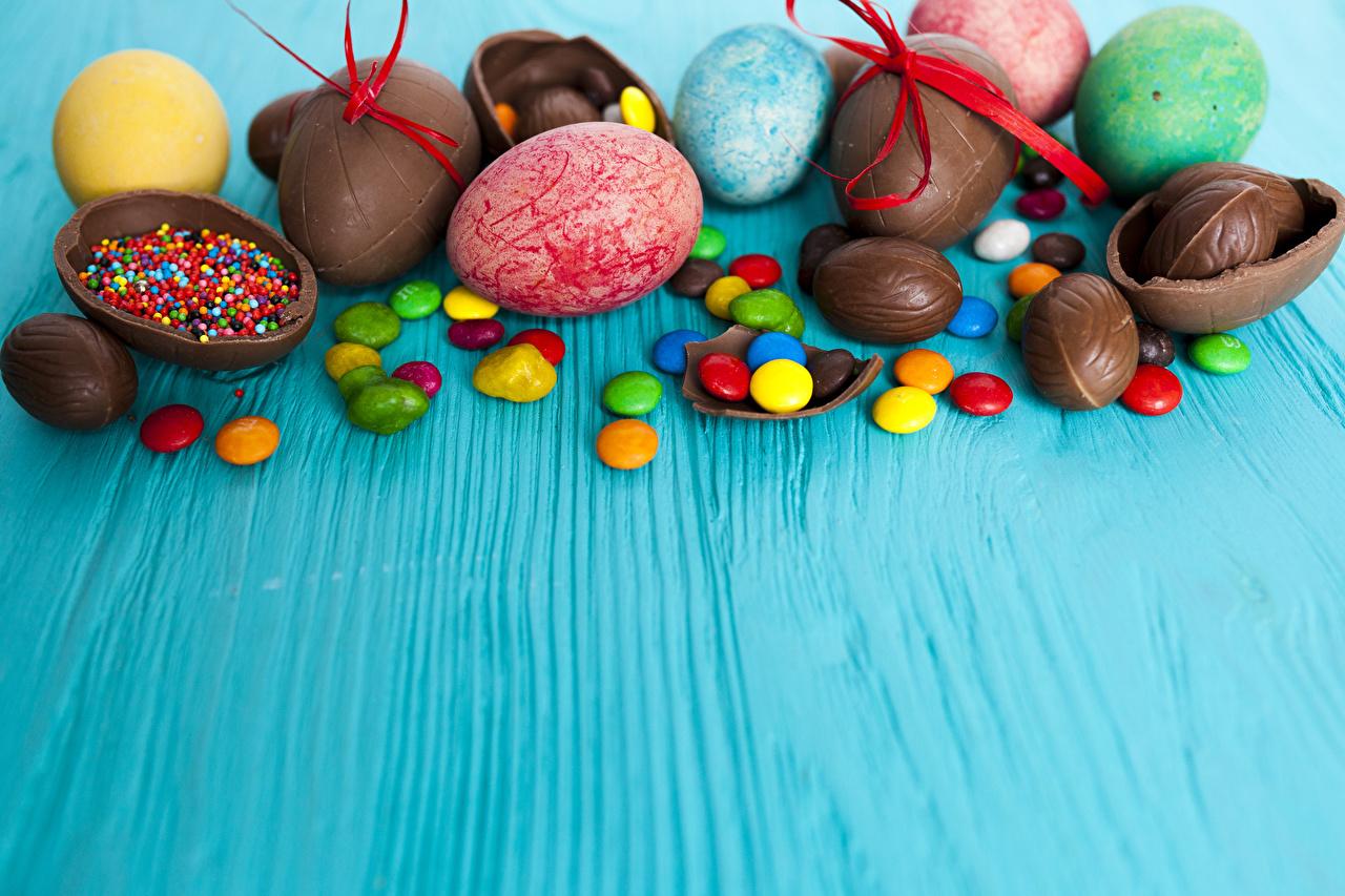 Фото Пасха яиц Шоколад Конфеты Еда сладкая еда яйцо Яйца яйцами Пища Продукты питания Сладости