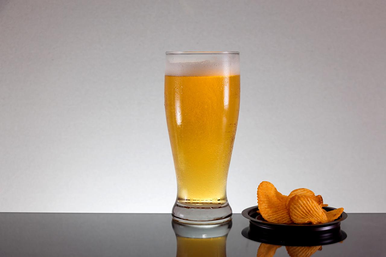 Фотография Пиво Чипсы стакане Еда Пена Стакан стакана пене Пища пеной Продукты питания