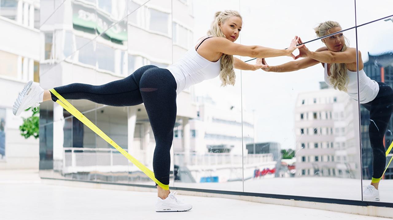 Фотография Блондинка Фитнес Спорт Девушки Ноги Зеркало