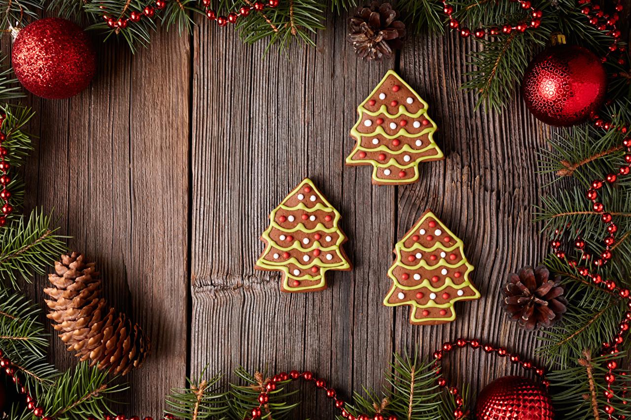 Картинка Рождество Новогодняя ёлка Еда Шишки Шарики Печенье Доски Новый год Елка Шар Пища шишка Продукты питания