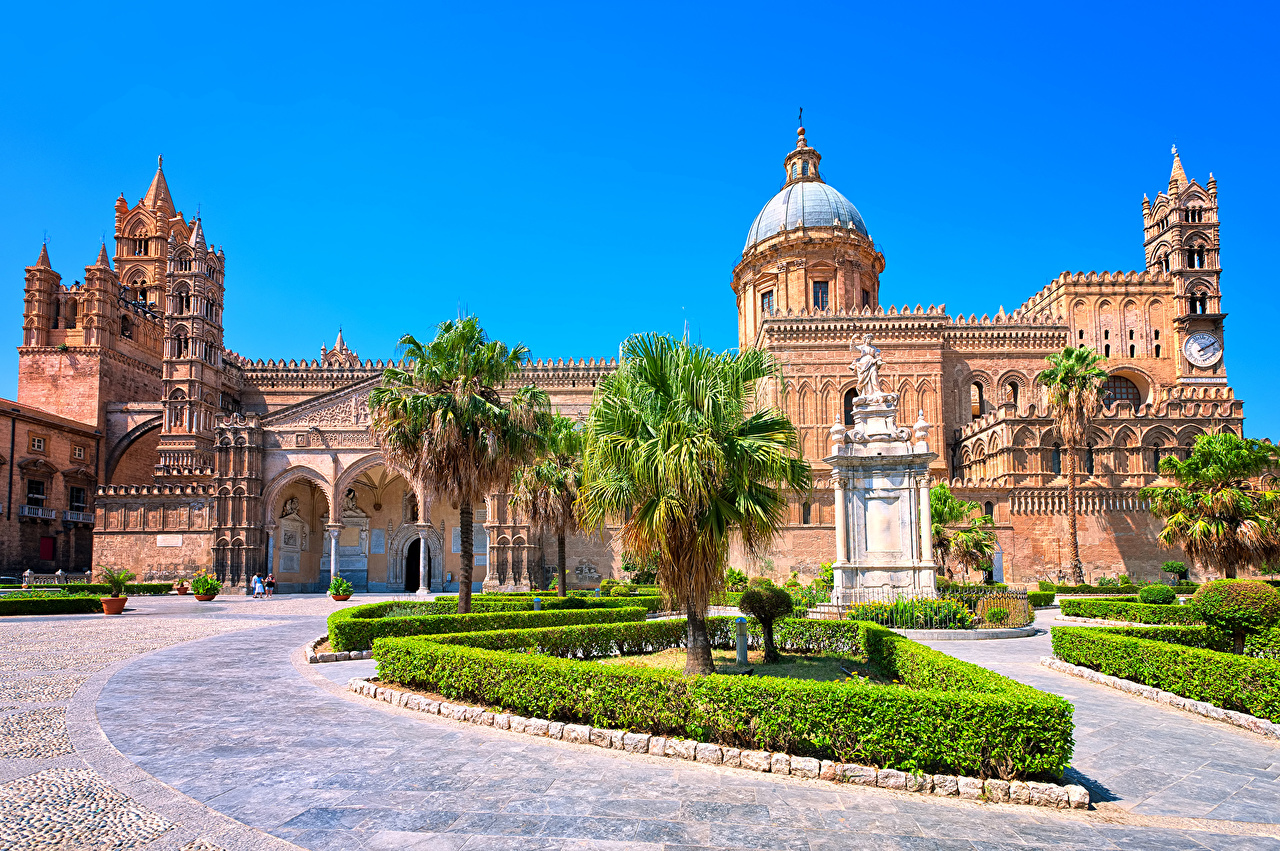 Италия Храмы Сицилия Собор Cathedral of PalermoCathedral of Palermo Пальмы Кусты Города