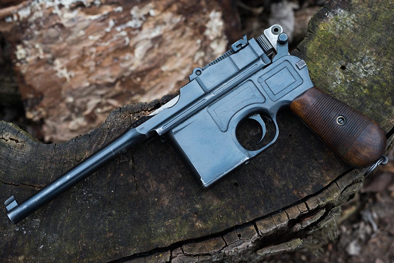 Фотография Пистолеты 1918 Mauser C96 Автомобили Крупным планом пистолет пистолетом авто машина машины автомобиль вблизи