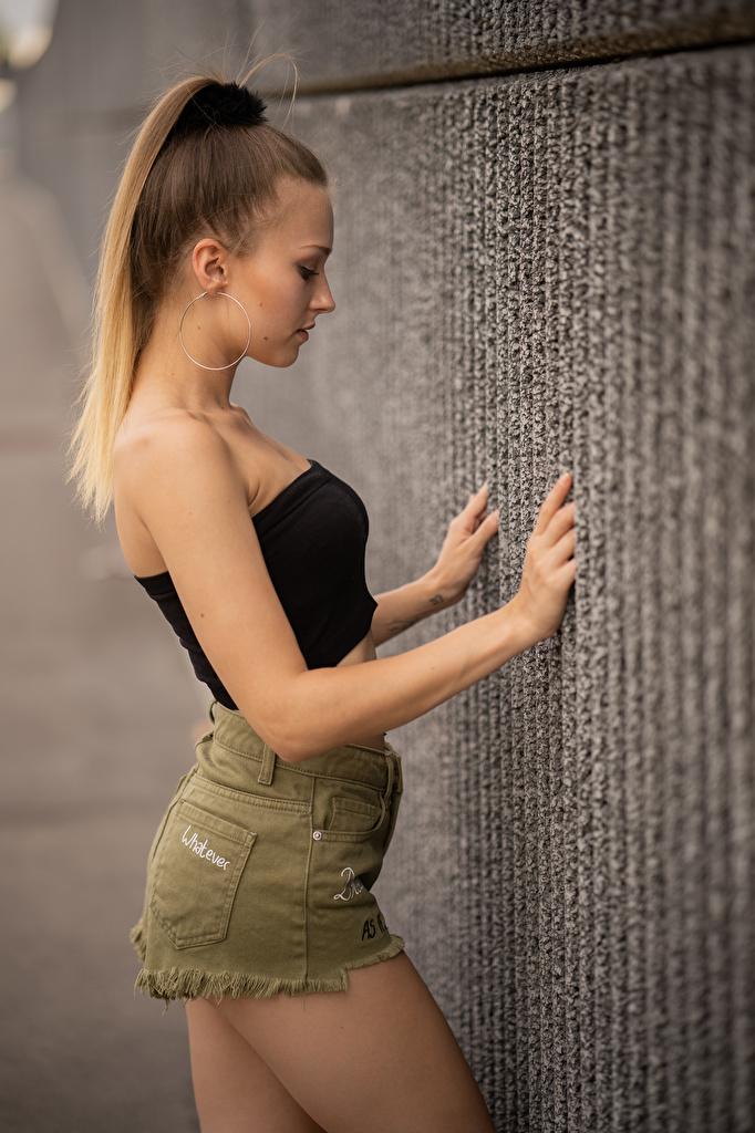 Обои для рабочего стола Sara Девушки Руки стене Сбоку шортах  для мобильного телефона девушка молодая женщина молодые женщины рука шорт стены Стена Шорты стенка