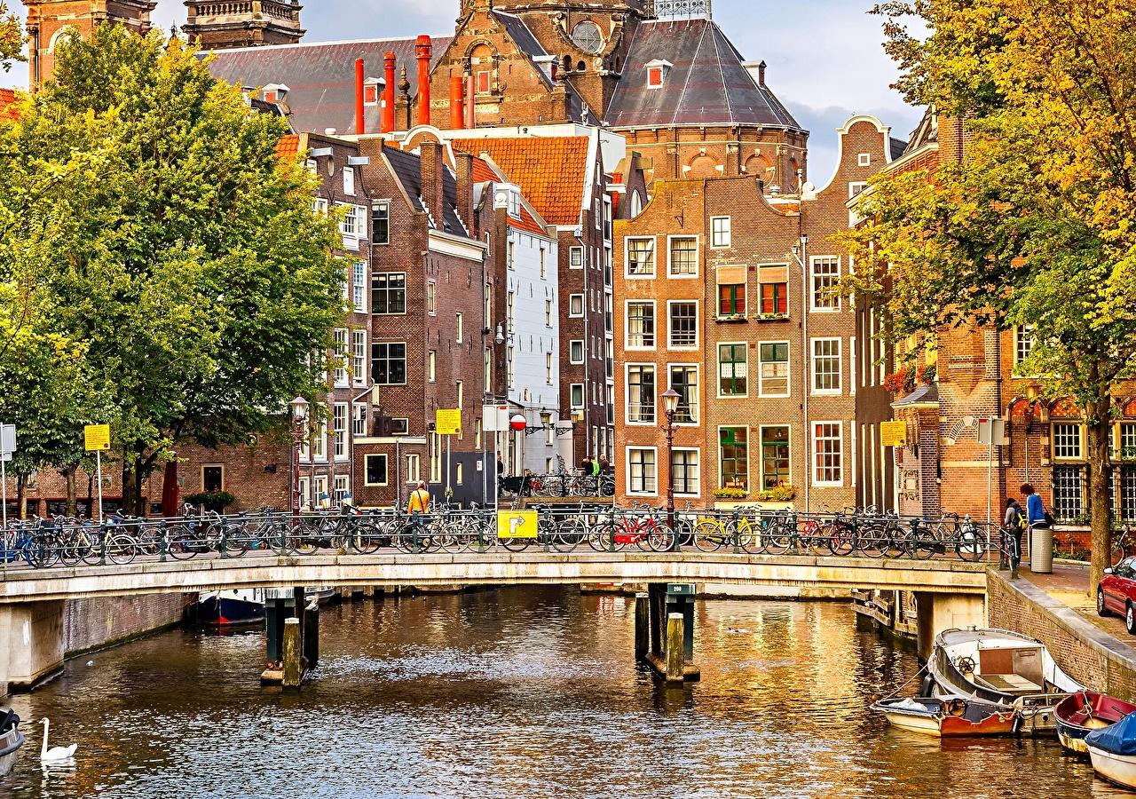 Обои для рабочего стола Амстердам Нидерланды Велосипед мост речка Здания Города голландия велосипеды велосипеде Мосты Реки река Дома город