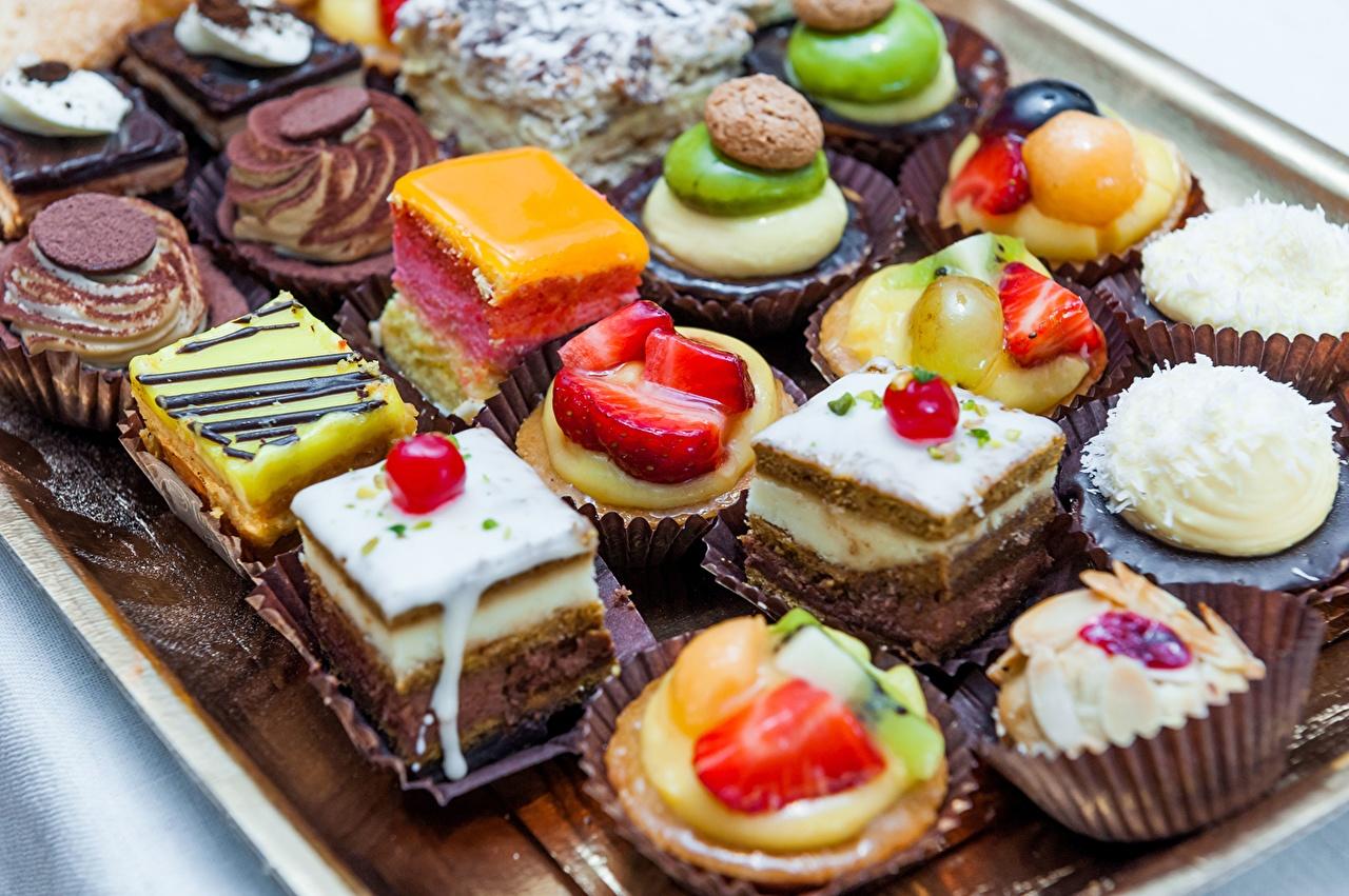 Обои для рабочего стола Пирожное Еда Торты Сладости Пища Продукты питания сладкая еда