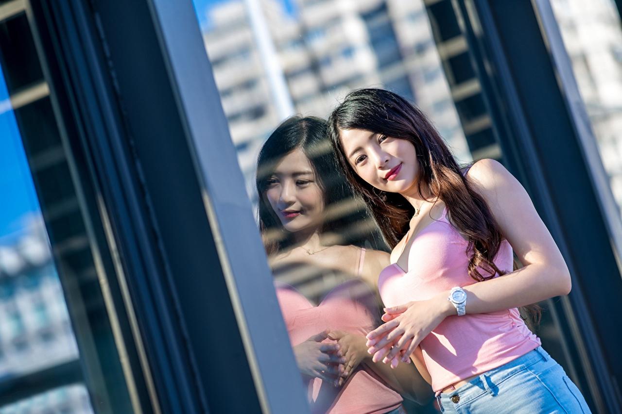 Фотография Брюнетка девушка азиатка отражается Взгляд брюнеток брюнетки Девушки молодые женщины молодая женщина Азиаты азиатки Отражение отражении смотрят смотрит