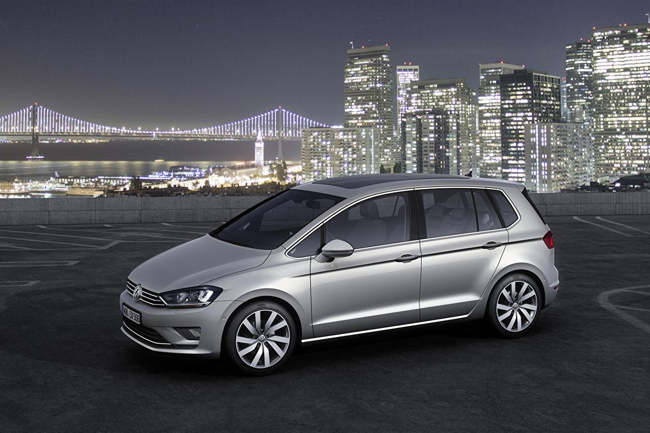 Обои для рабочего стола Фольксваген 2014 Golf VII Sportsvan Серебристый машины Volkswagen серебряный серебряная серебристая авто машина Автомобили автомобиль
