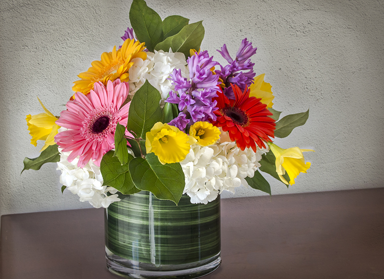 Картинка Букеты Герберы цветок Нарциссы Гортензия Гиацинты букет гербера Цветы