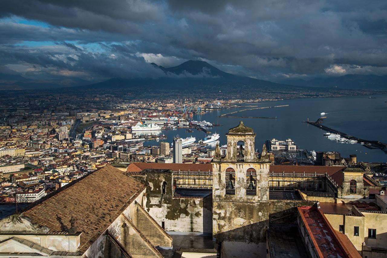 Фото Италия вулкана Naples, Vesuvius, Campania крыше заливы Сверху город Здания облако Вулкан вулканы краши Крыша Залив залива Дома Облака Города облачно