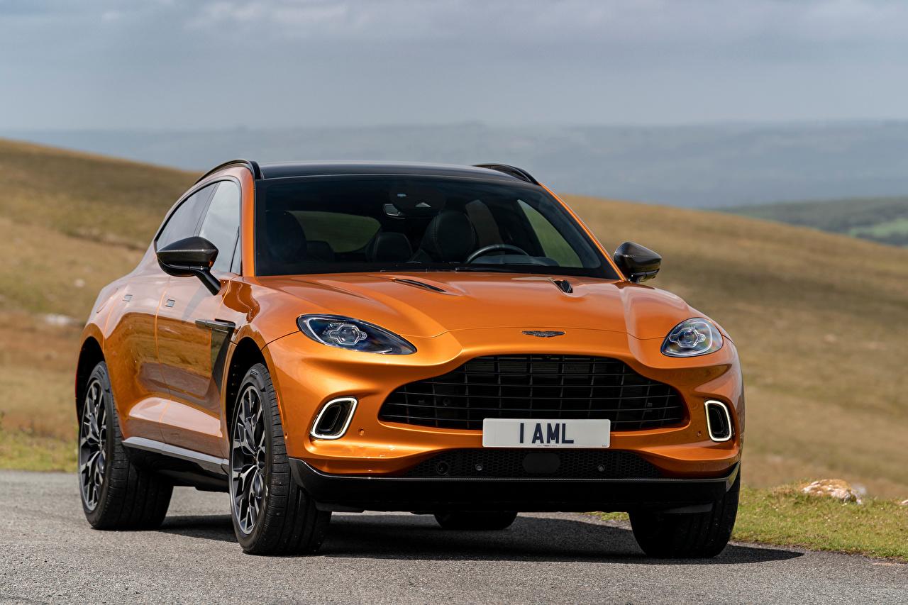 Фотографии Aston Martin Кроссовер DBX, North America, 2020 оранжевая авто Спереди Металлик Астон мартин CUV оранжевых оранжевые Оранжевый машина машины автомобиль Автомобили