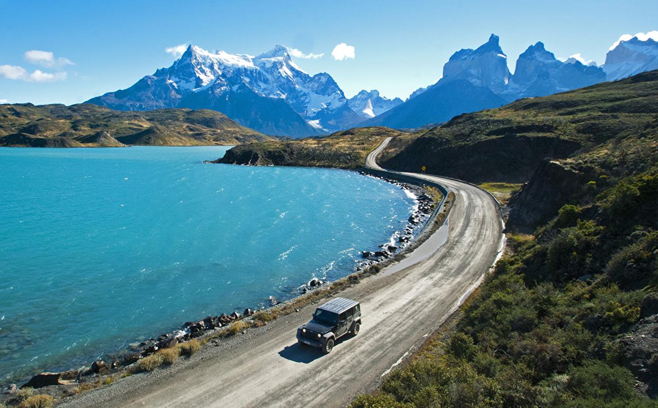 Картинки Чили Pehoe Lake Patagonia Горы Природа Озеро Дороги