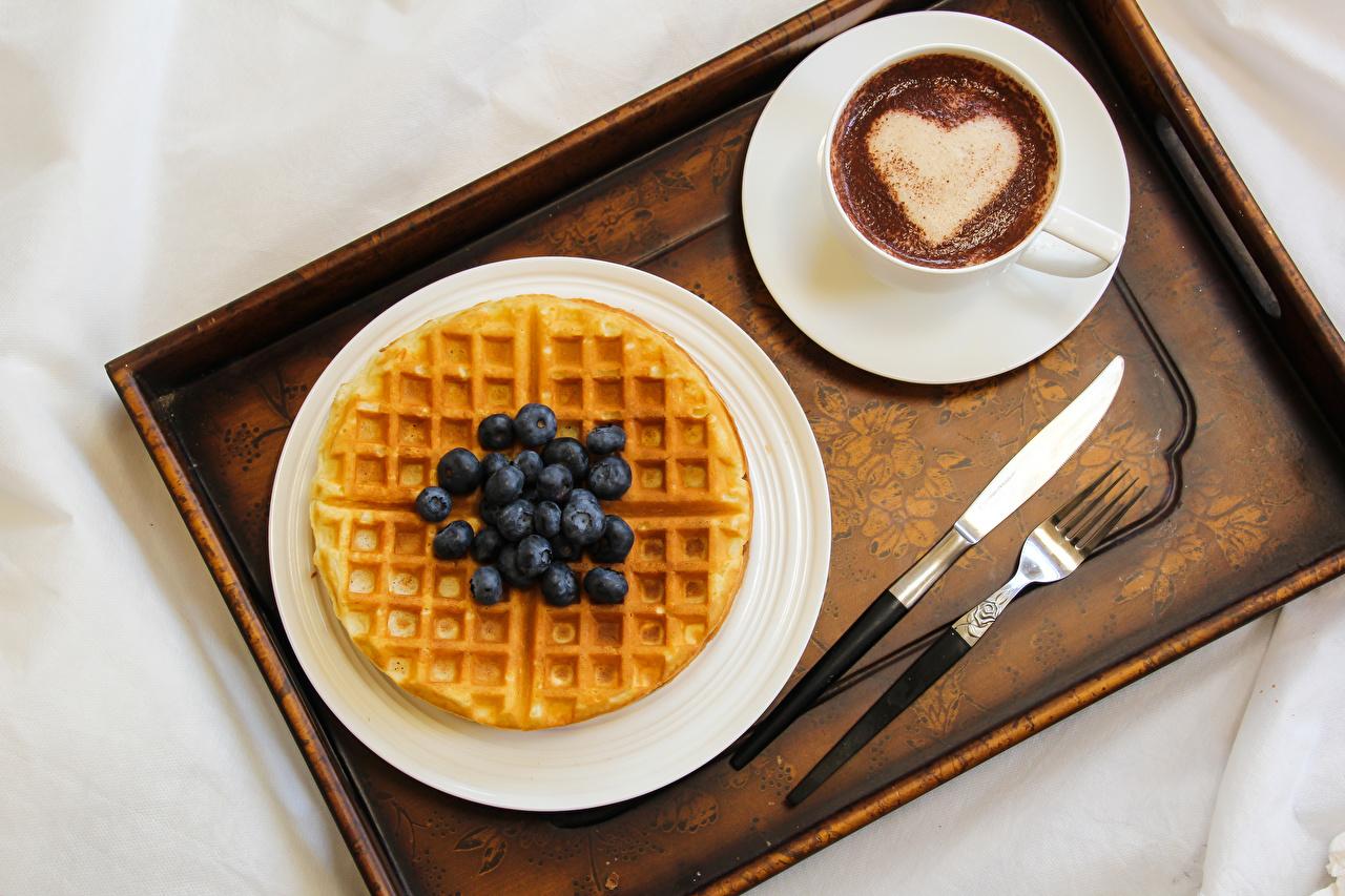 Картинка сердечко ножик Кофе Капучино Черника Пища Чашка Вилка столовая Выпечка Сердце Нож Еда Продукты питания