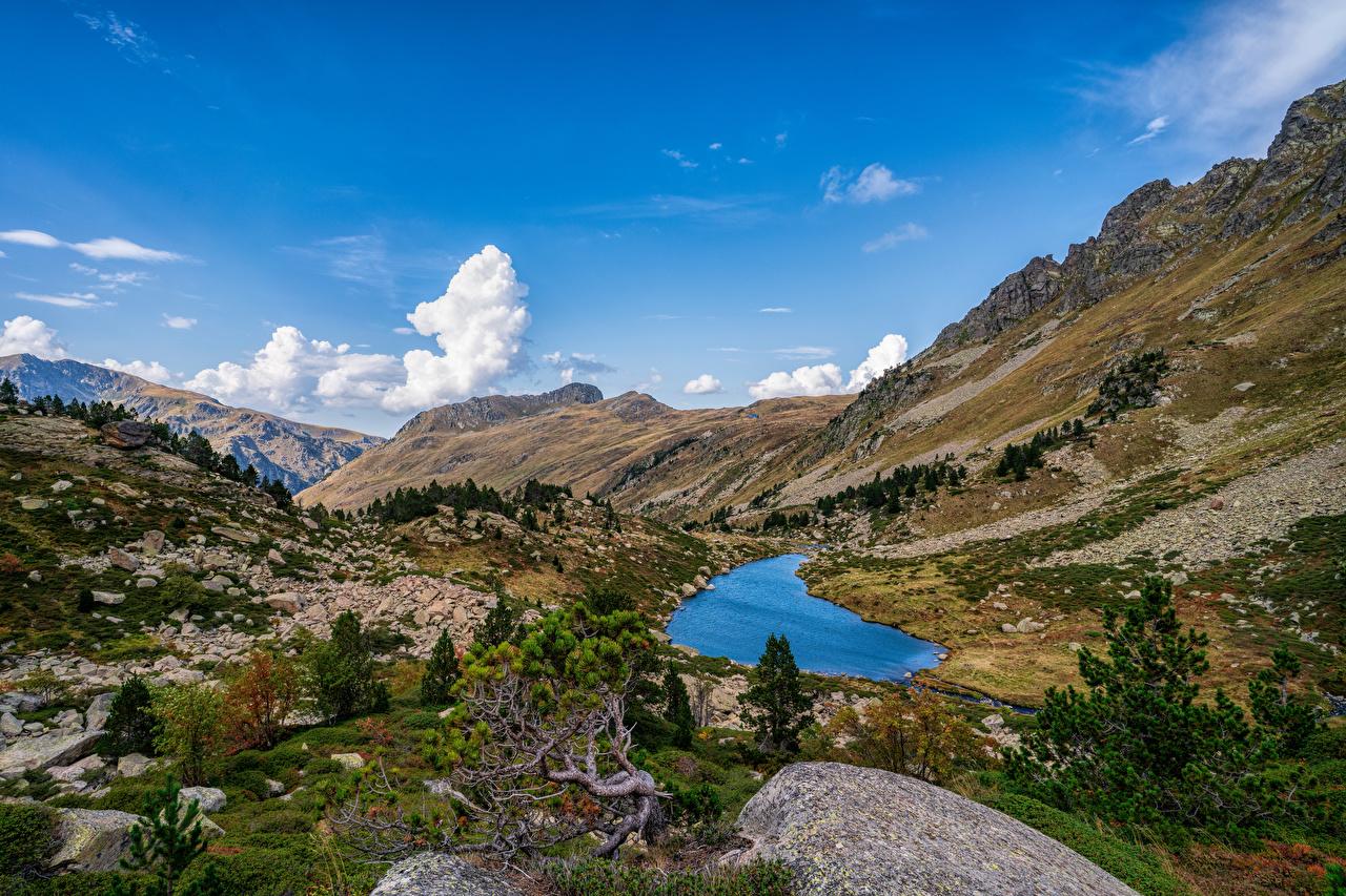 Картинка Франция Pyrenees, Aston Горы Скала Природа Небо Пейзаж Камень Деревья гора Утес скалы скале Камни дерево дерева деревьев