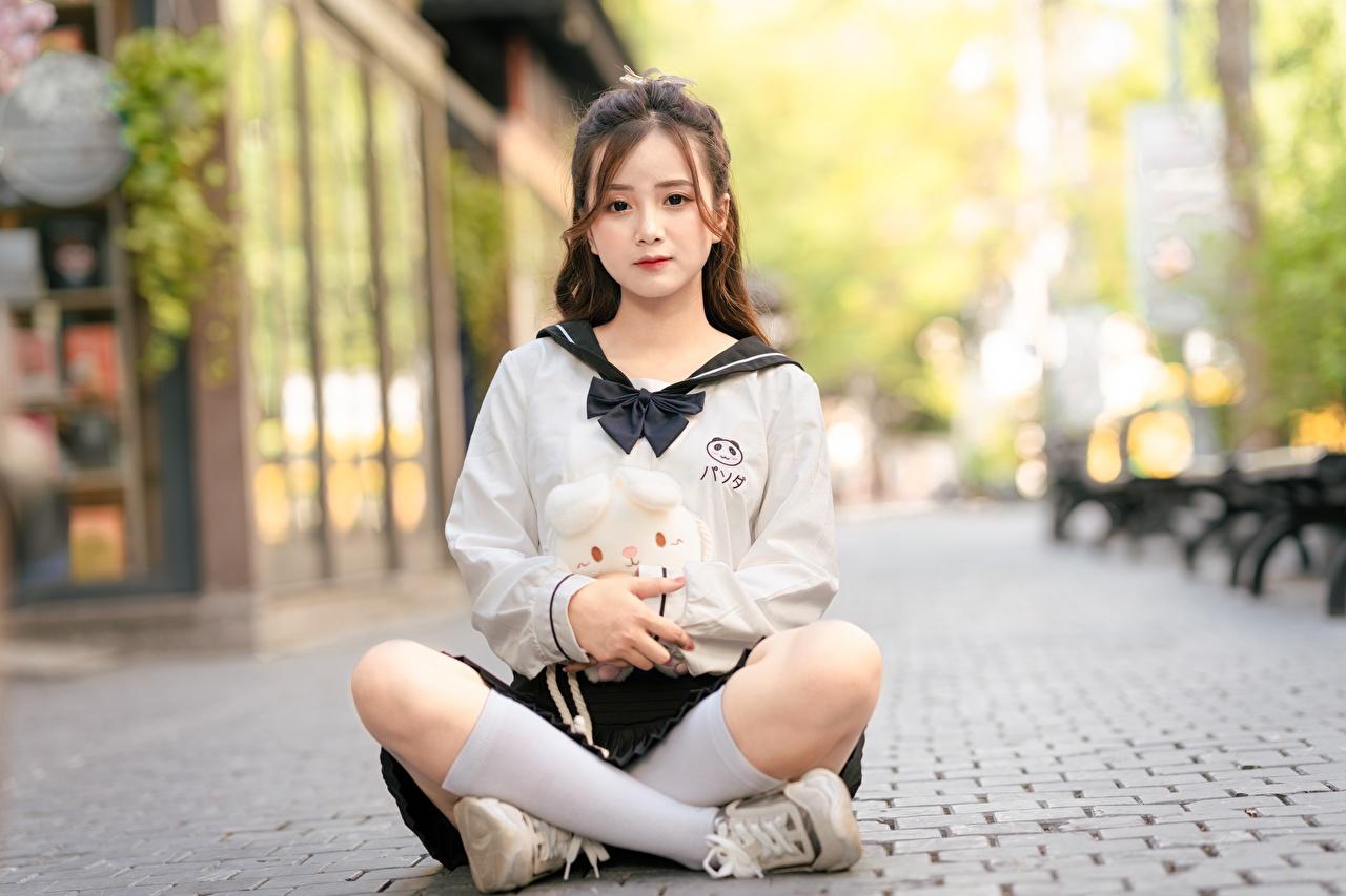 Обои для рабочего стола Поза лотоса Гольфы Шатенка Размытый фон девушка Ноги азиатка Сидит шатенки гольфах боке Девушки молодая женщина молодые женщины ног Азиаты азиатки сидя сидящие