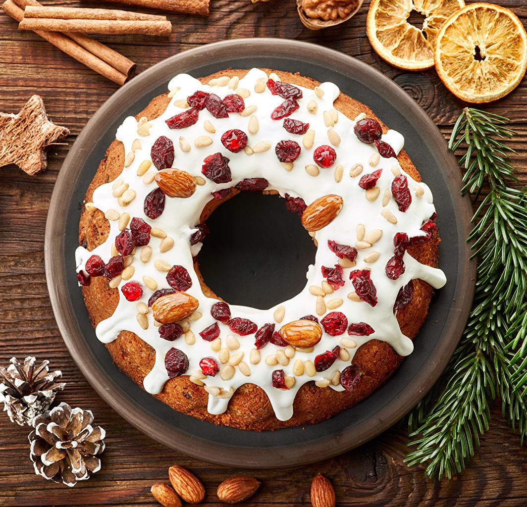 Картинка Пирог Новый год Корица шишка Продукты питания Орехи Выпечка Рождество Еда Пища Шишки
