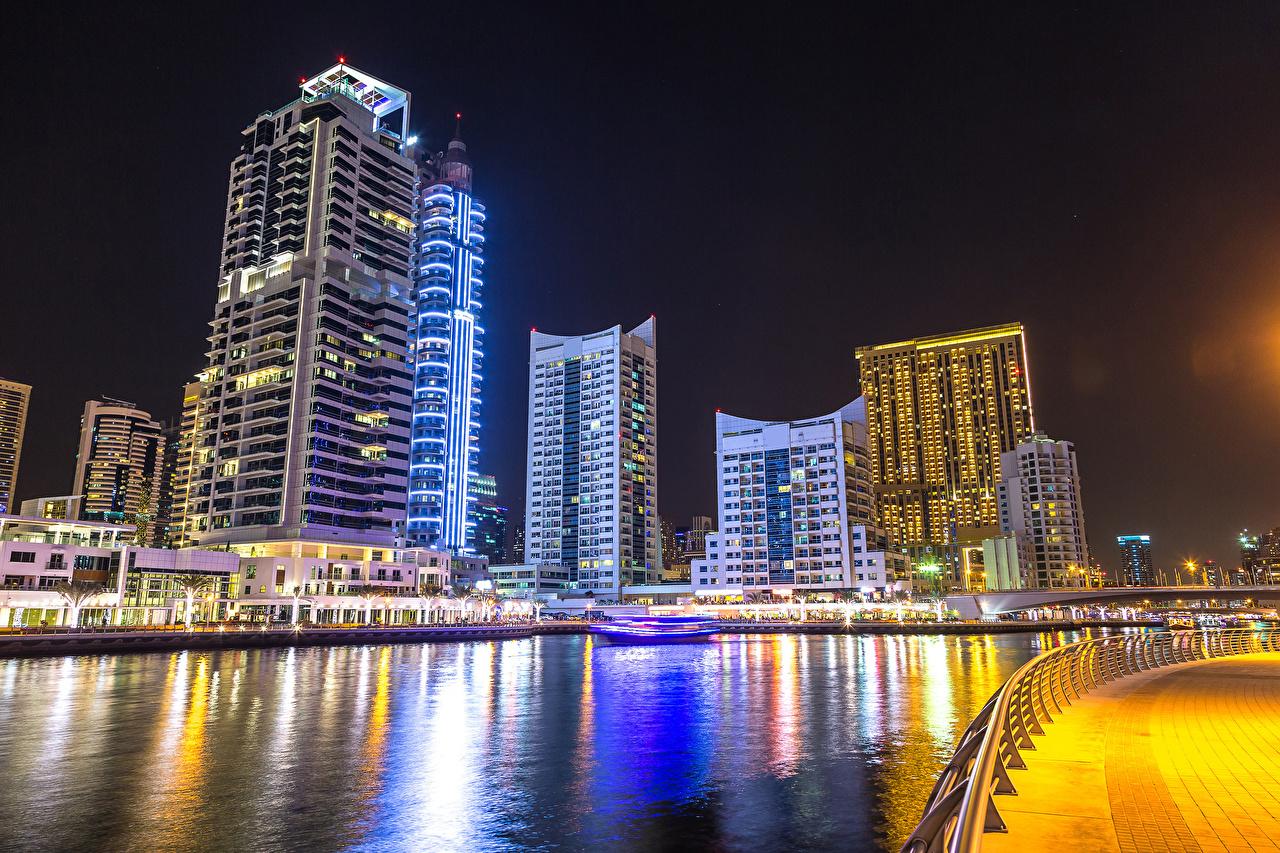 Фото Дубай Объединённые Арабские Эмираты Реки Ночные Небоскребы Дома Города ОАЭ Ночь речка Здания