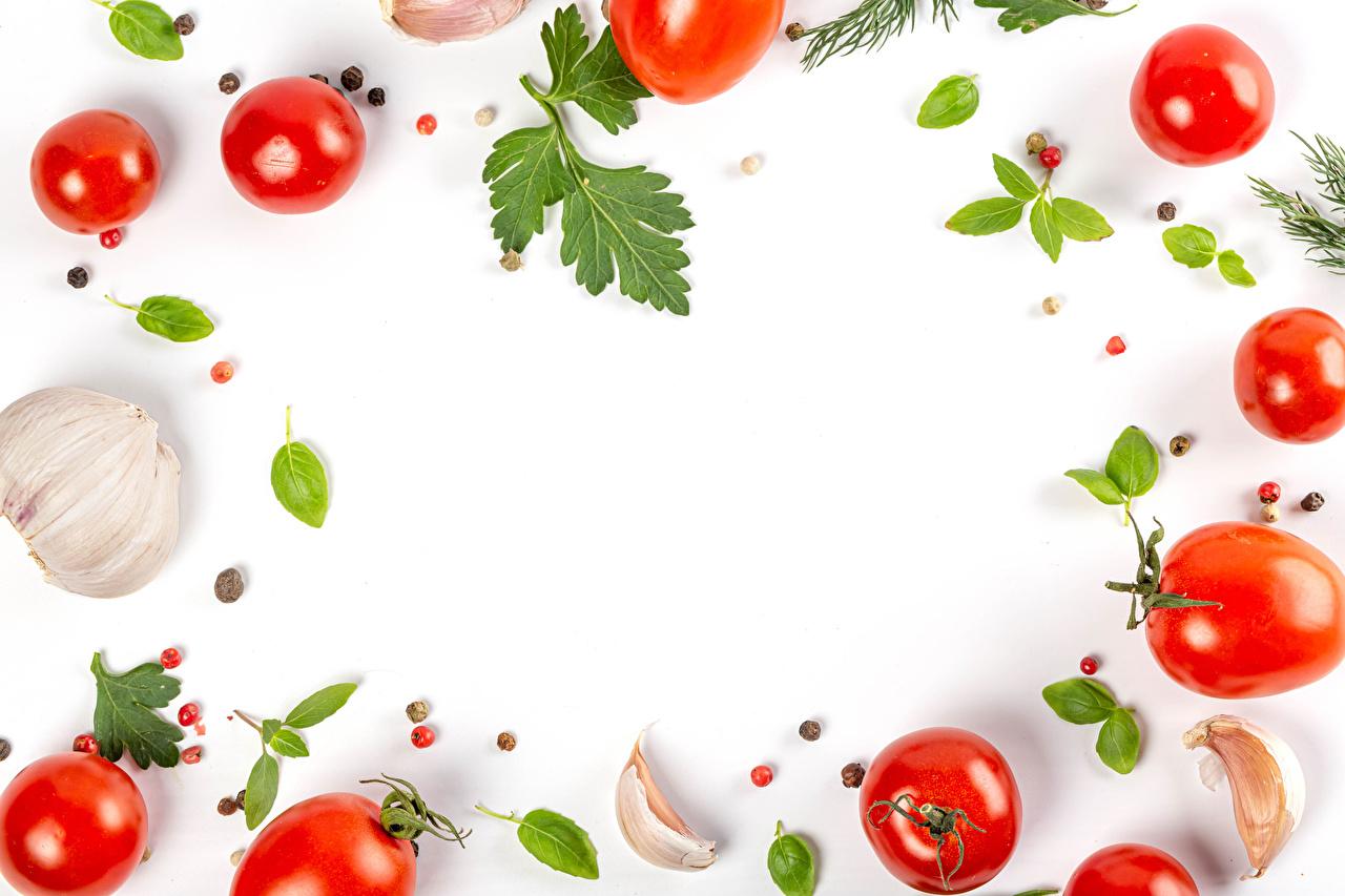Фотография Томаты Перец чёрный Чеснок Еда Овощи Шаблон поздравительной открытки Белый фон Помидоры Пища Продукты питания белом фоне белым фоном