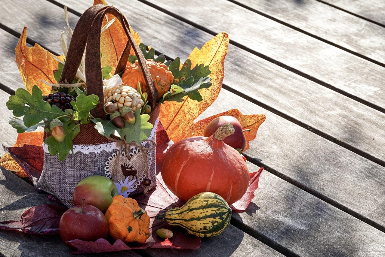 Обои для рабочего стола Листья Тыква Осень Яблоки Пища Овощи Доски лист Листва осенние Еда Продукты питания