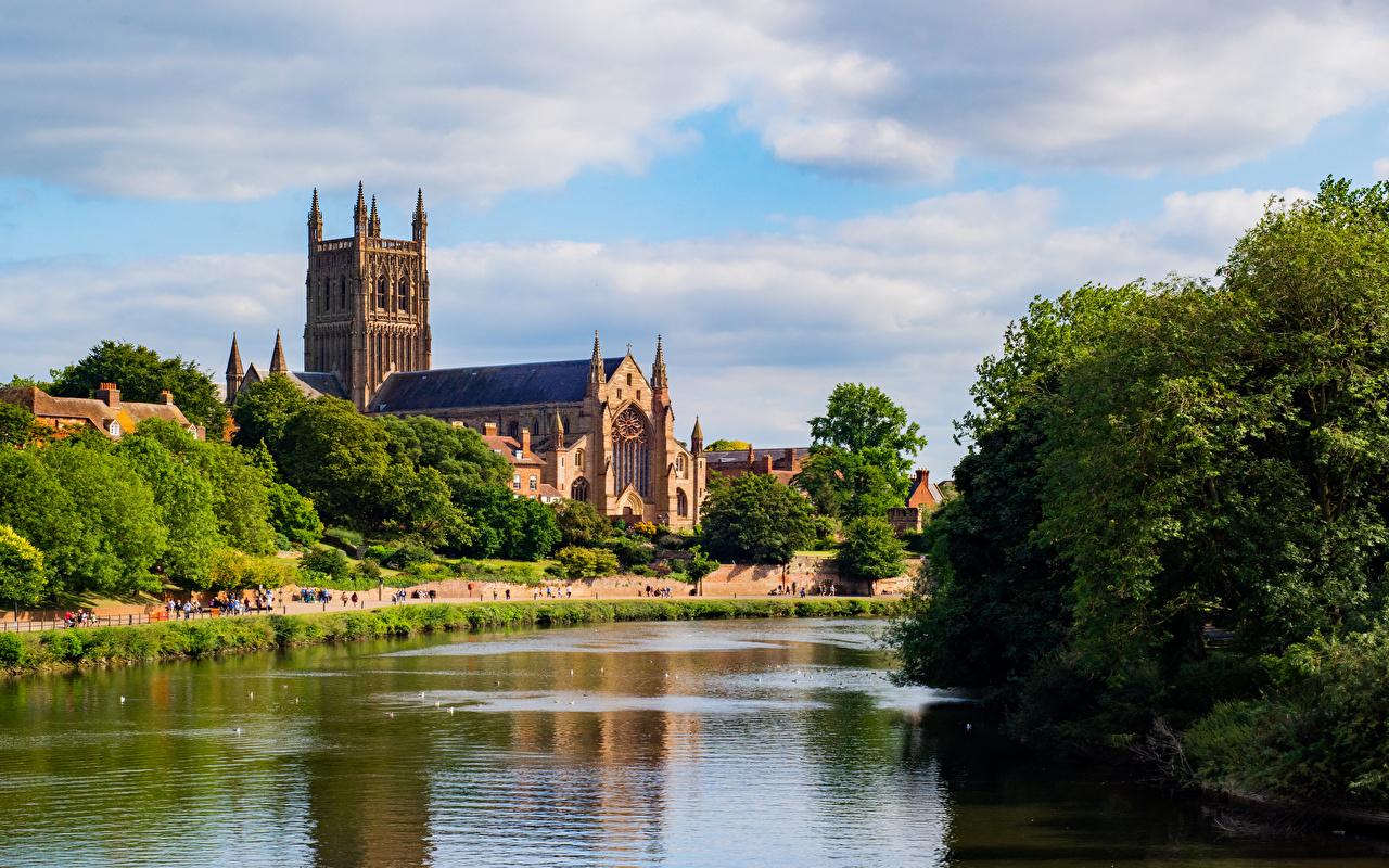 Картинка Собор Англия башни Worcester речка город дерева Башня Реки река дерево Города Деревья деревьев