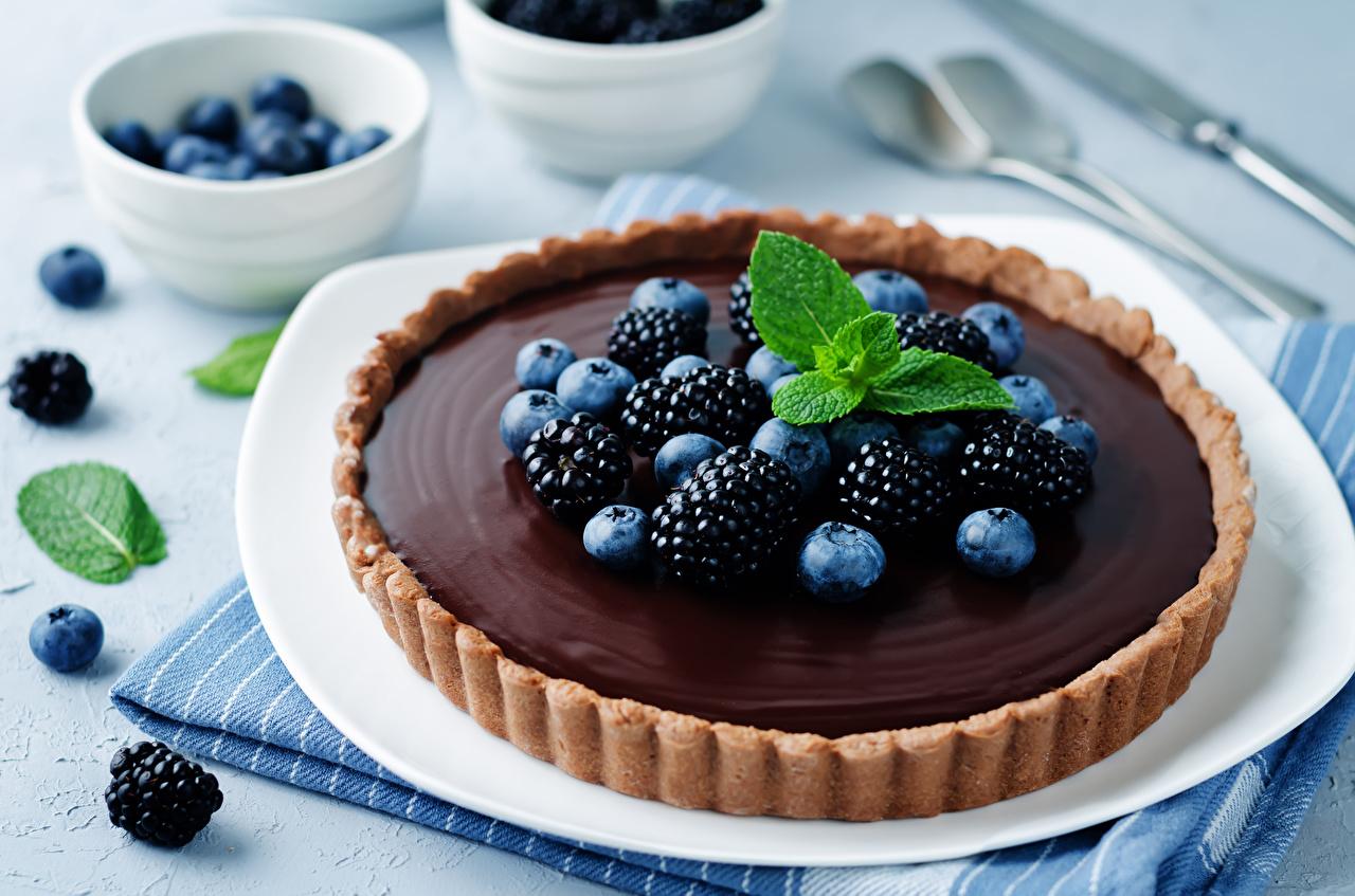 Картинка Пирог Шоколад Черника Ежевика Еда Выпечка сладкая еда Пища Продукты питания Сладости