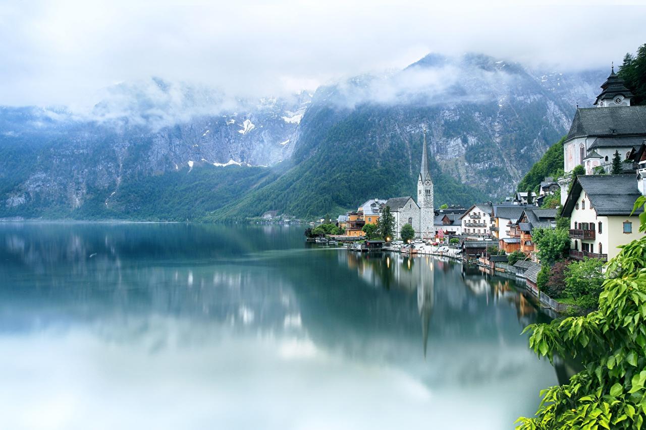 Фотографии Халльштатт альп Австрия Lake Hallstatt гора Озеро Города облачно Альпы Горы город Облака облако