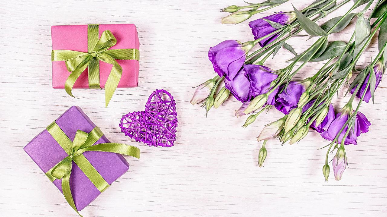 Фотографии сердца Фиолетовый Цветы Эустома Подарки Бантик Бутон серце Сердце сердечко фиолетовая фиолетовые фиолетовых цветок подарок Лизантус подарков бант бантики