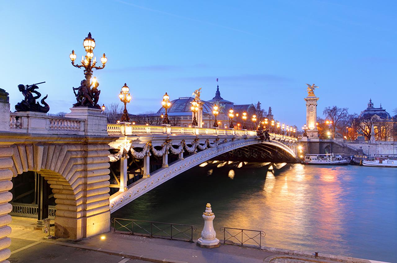 Фотография париже Франция Pont Alexandre III and Grand Palais Мосты Реки Вечер Уличные фонари Города Париж мост река речка город