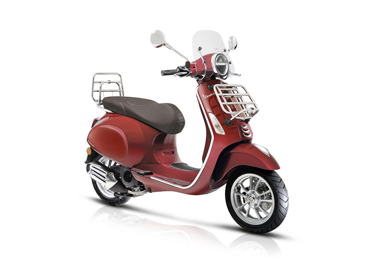 Фото Скутер Vespa Primavera 125 Touring, 2018- Красный Мотоциклы Белый фон Мотороллер красная красные красных мотоцикл белом фоне белым фоном
